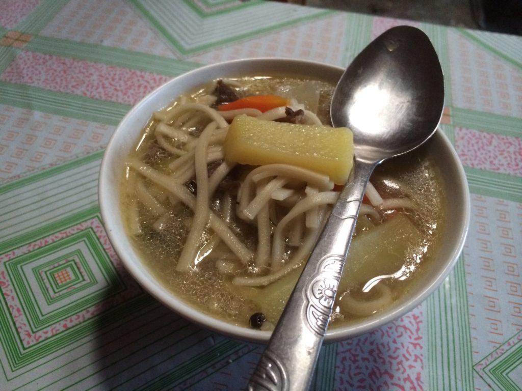 遊牧民宅の料理